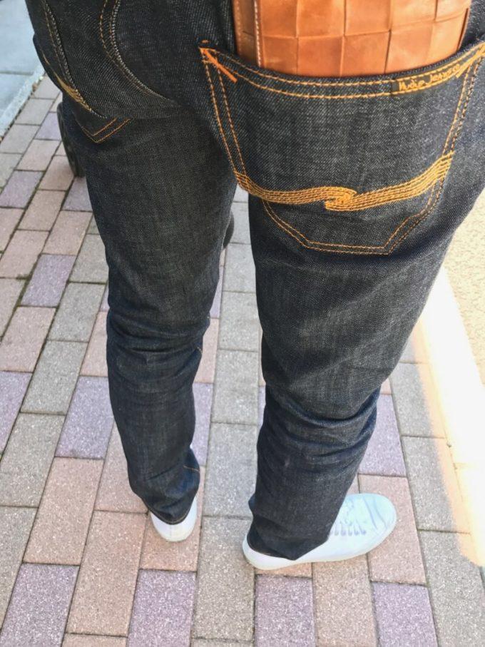 nudie jeans thin finn 後ろ姿はバックポケットが低いローヨーク