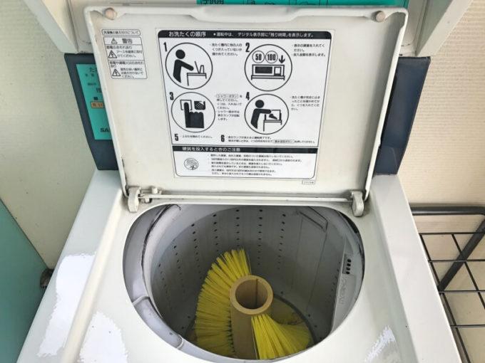 コインランドリーのスニーカー洗濯機