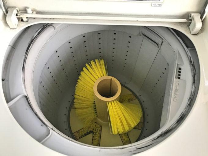 コインランドリーの靴用洗濯機 槽の中
