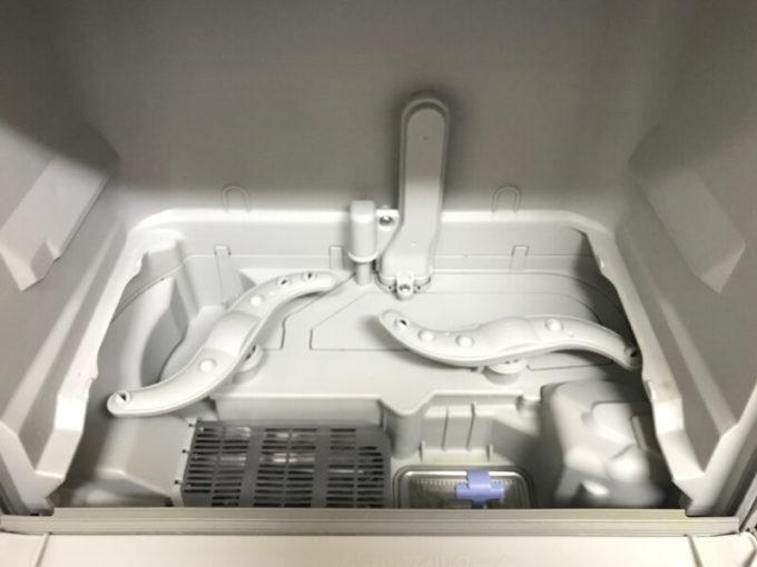 食洗機の食器収納かごを外した様子