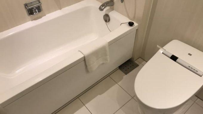 ヒルトン東京ベイのハッピーマジックルーム お風呂はユニットバス