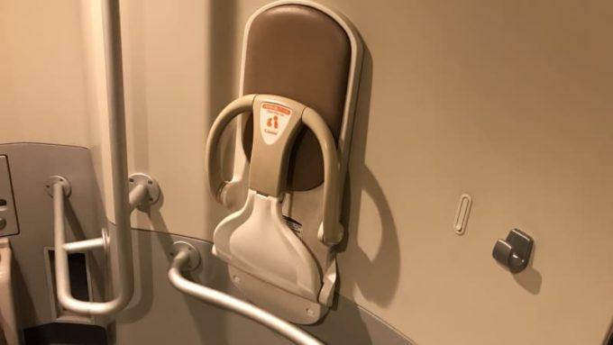 新幹線の多目的トイレのベビーチェア