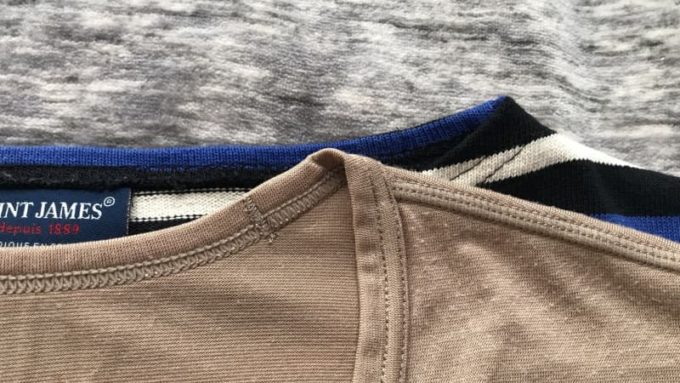 バスクシャツとヒートテックのVネックを重ねて首周りを比較