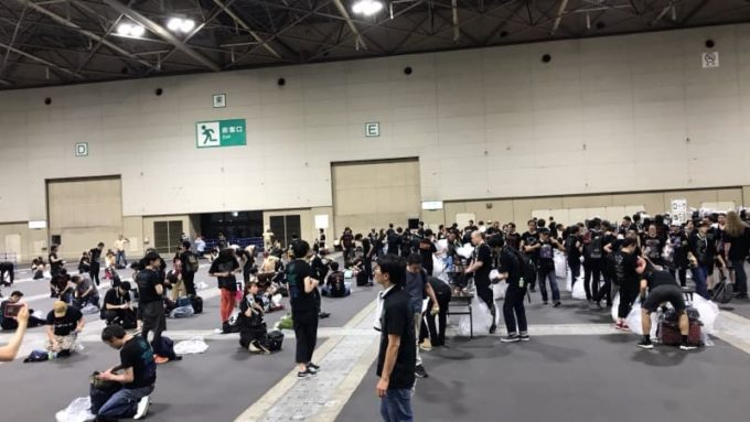 BABYMETAL ライブ 終演後のクローク 荷物整理をする人