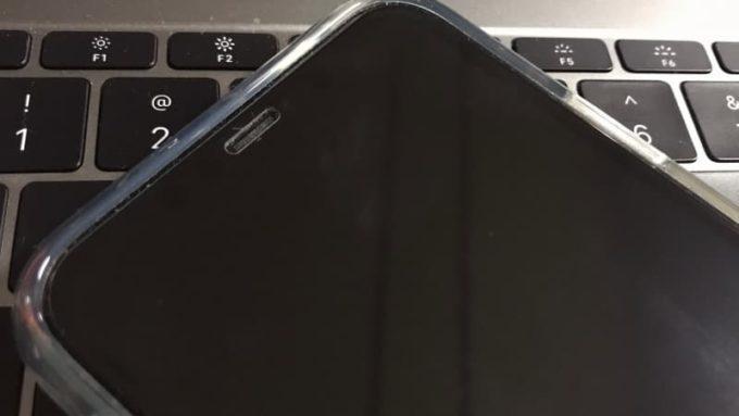 ZOVERのガラスフィルムをiPhone11に装着