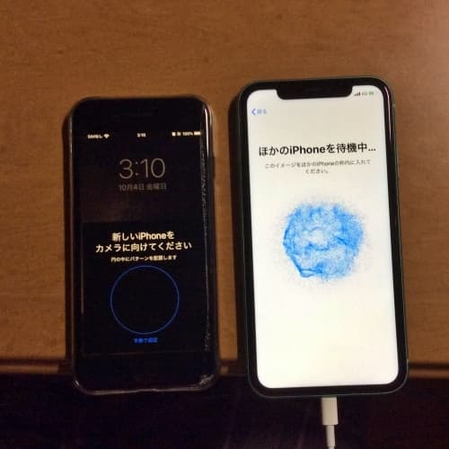 iPhoneのクイックスタートで青い砂嵐を古いiPhoneのカメラで読み取る