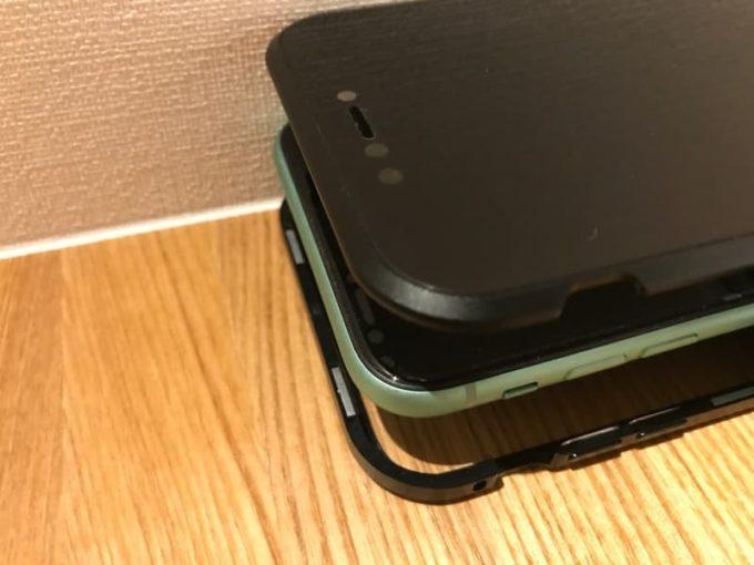リスカイ スカイケース iPhoneに装着 上下のケースをマグネットで密着させる