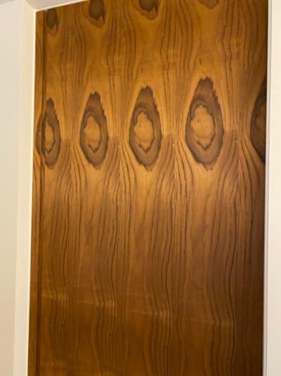 新築 施主検査のチェック箇所 扉に使った木材の模様が気持ち悪い