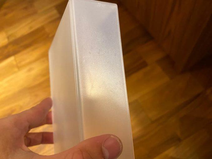 プラスチック容器のベタベタシール跡がキレイに取れた