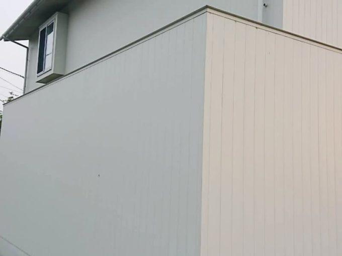 サンドホワイトのガルバリム外壁