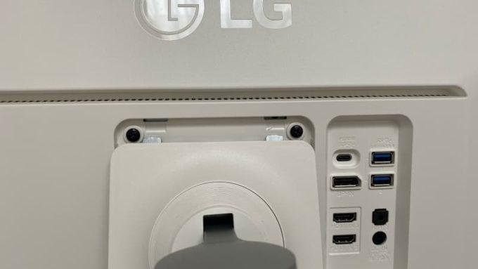 LG 27UK850-Wのスタンドを取り付ける方法