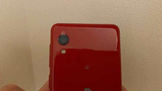 Rakuten Mini TPU クリアケースの取り付け方 カメラレンズの保護シートを剥がす