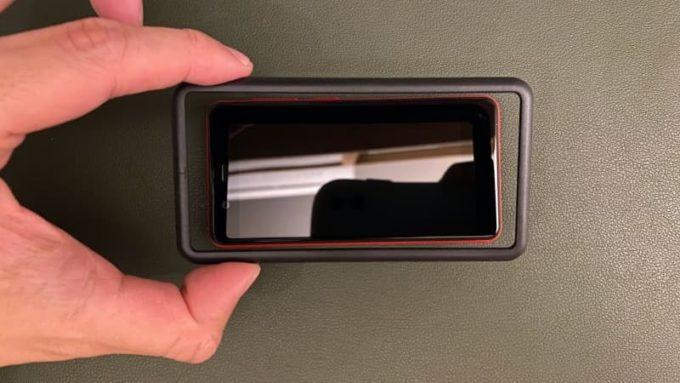 Rakuten Mini ガラスフィルムの貼り方 貼り付けツール(枠)をはめる