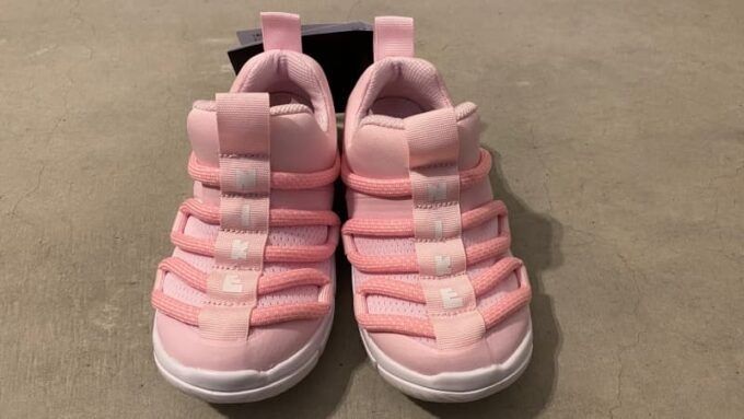 ナイキの子供靴 ノービス 16cm